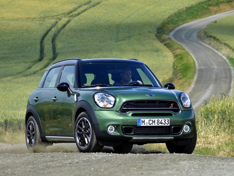 2017-Mini-Cooper-Countryman-Front-Review