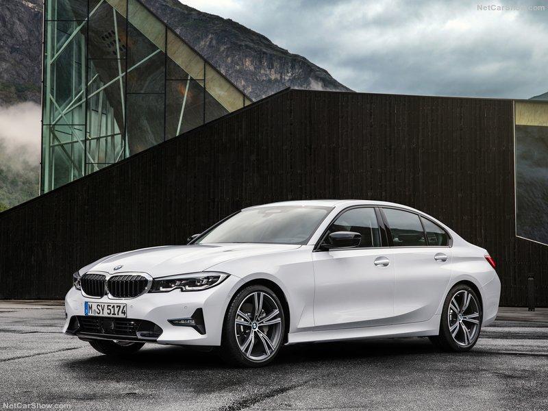 BMW-3-Series-2019-800-03