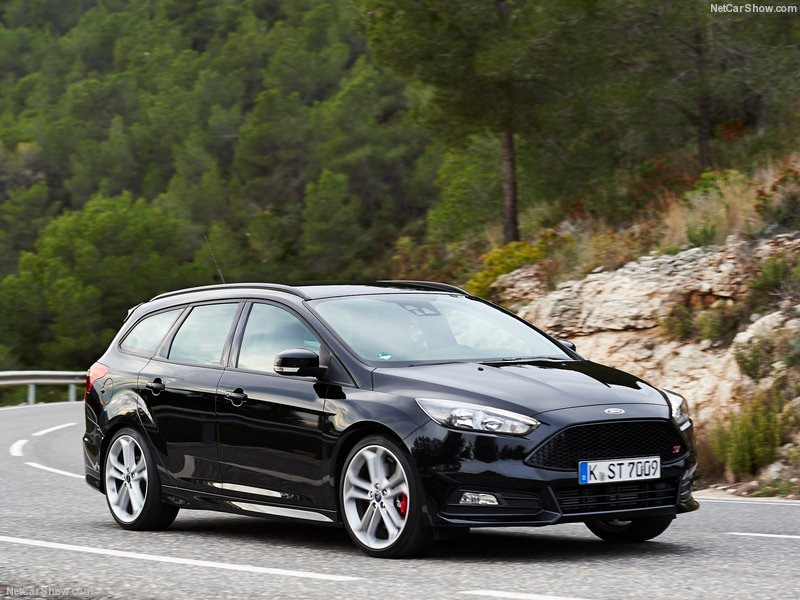 Ford-Focus_ST_Wagon-2015-800-04