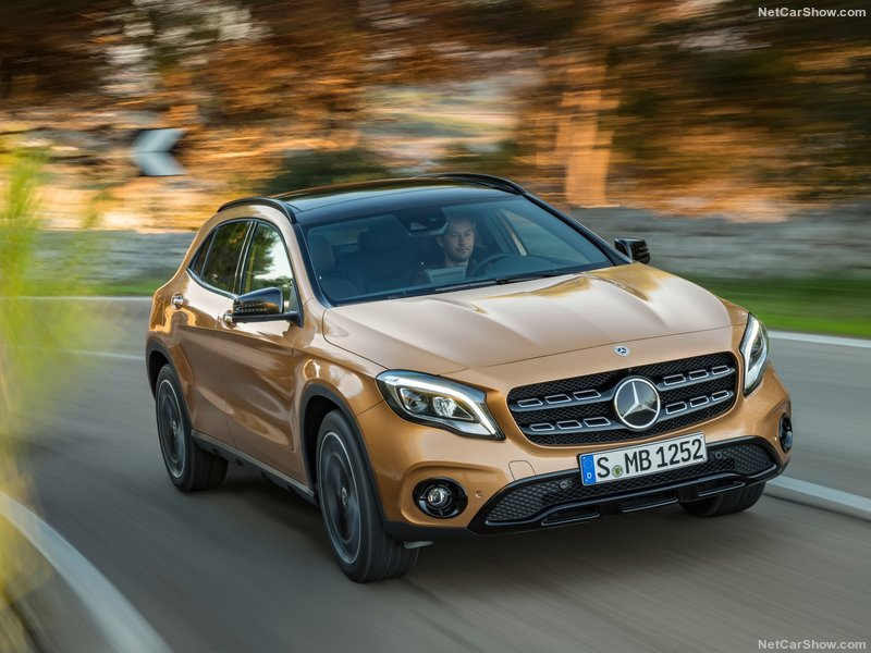 Mercedes-Benz-GLA-2018-800-09