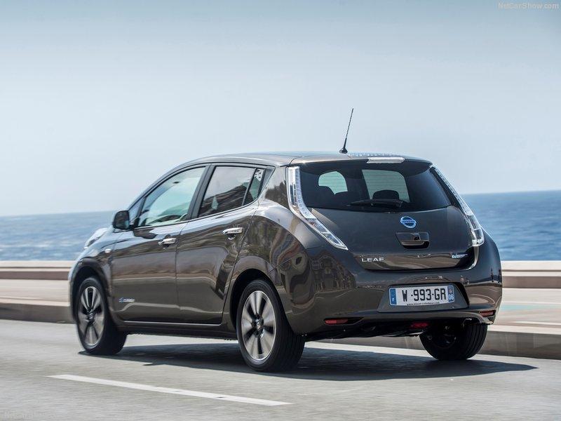Nissan-Leaf_30_kWh-2016-800-15