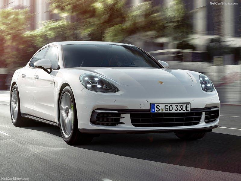 Porsche-Panamera_4_E-Hybrid-2017-800-02