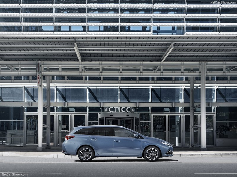 Toyota-Auris-2016-800-04