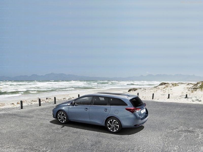 Toyota-Auris-2016-800-06