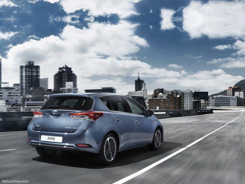 Toyota-Auris-2016-800-07