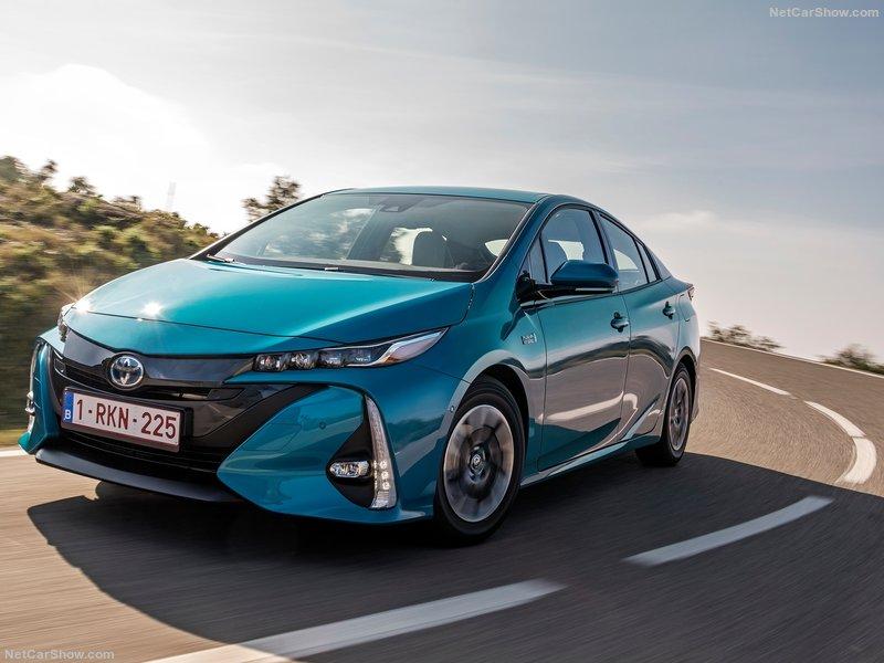 Toyota-Prius_Plug-in_Hybrid-2017-800-18