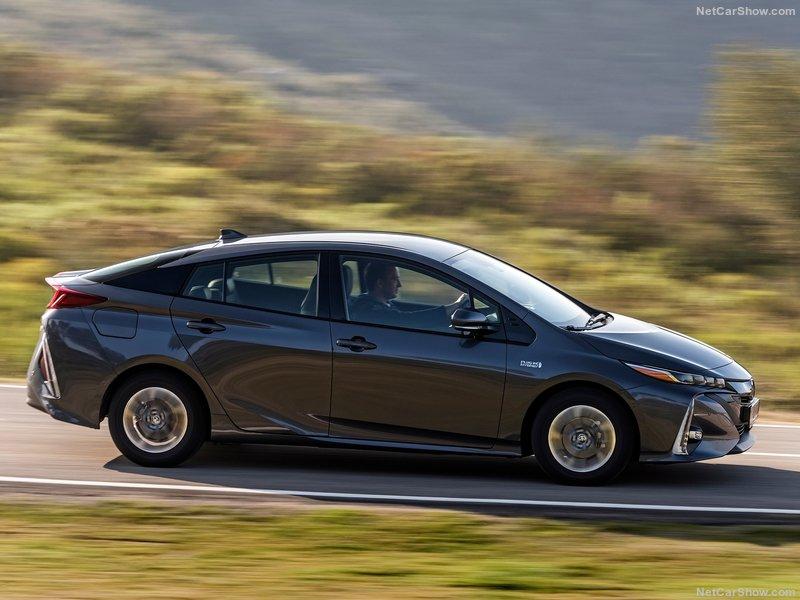 Toyota-Prius_Plug-in_Hybrid-2017-800-3c