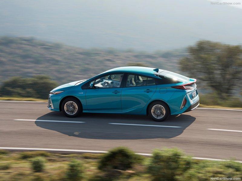 Toyota-Prius_Plug-in_Hybrid-2017-800-4e