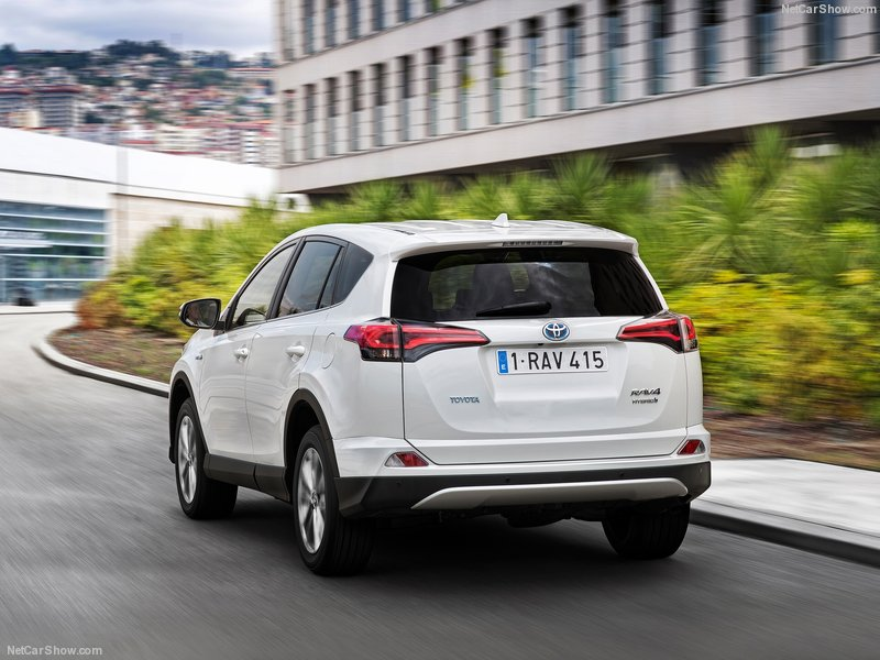 Toyota-RAV4_Hybrid_EU-Version-2016-800-22