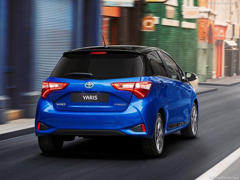 Toyota-Yaris-2017-800-08