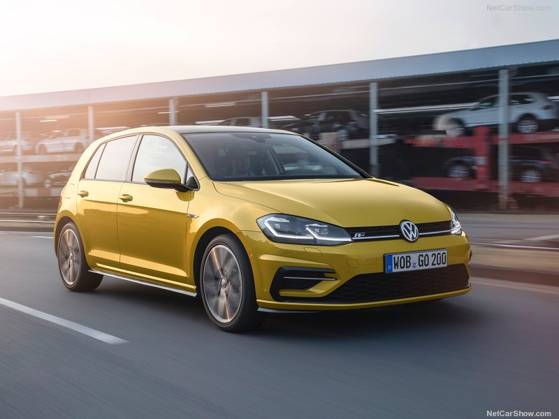Volkswagen-Golf-2017-800-0b
