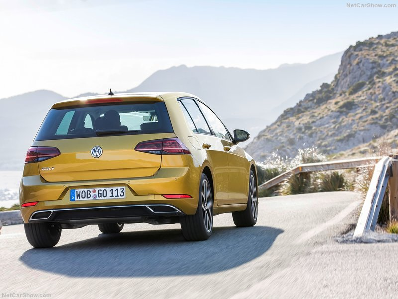 Volkswagen-Golf-2017-800-25