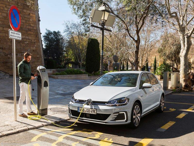 Volkswagen-Golf_GTE-2017-800-06