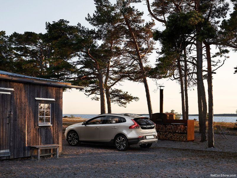 Volvo-V40_Cross_Country-2017-800-02